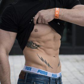 Heftige Bauchmuskel Übungen zum Erlernen